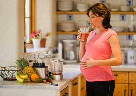Pregnant Woman Drinking Smoothie --- Image by © David Stoecklein/Corbis
