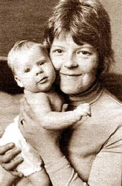 Đứa bé sinh ra trong ống nghiệm đầu tiên – Louise Joy Brown