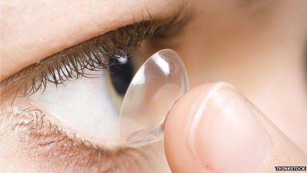 Ký sinh trùng ăn mòn giác mạc vì dùng kính áp tròng