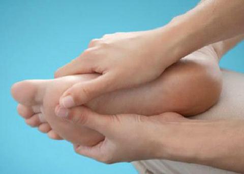Nóng, ngứa, tê chân có thể là dấu hiệu tiểu đường