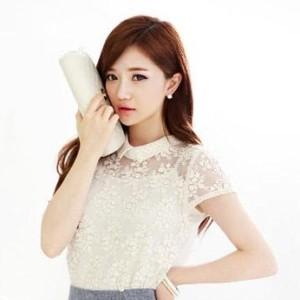 Các mẫu áo sơ mi trắng tinh khôi cho cô nàng công sở