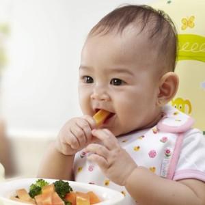 Chế độ dinh dưỡng cho bé 1 năm tuổi