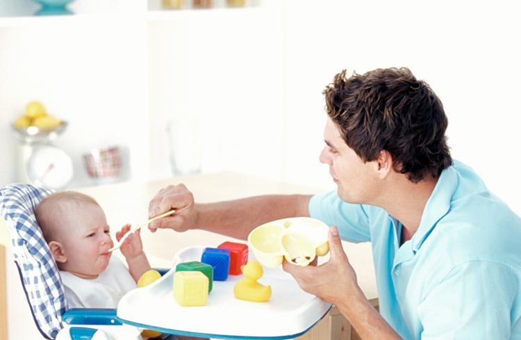 Trẻ 8 tháng tuổi biếng ăn phải làm thế nào?