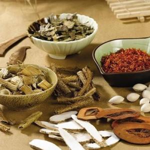 Bài thuốc Đông y chữa trị mụn trứng cá cả trong lẫn ngoài