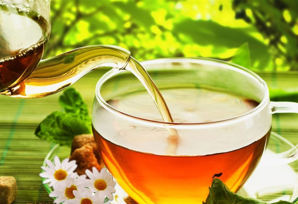 Cách làm trắng da với trà thảo mộc