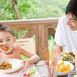 Như thế nào là bữa ăn cân đối cho bé?