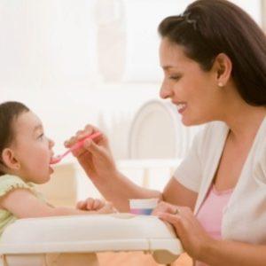 Chế độ dinh dưỡng cho bé khi bé bị bệnh