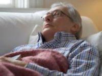 Nguyên nhân và cách xử lý chứng mất ngủ ở người cao tuổi