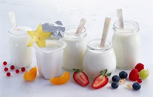 Tắm trắng bằng sữa tươi hay sữa chua?