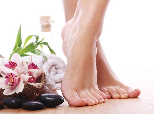 Mẹo hay chăm sóc da chân nứt nẻ vào mùa đông