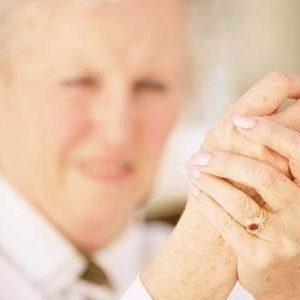 Thể mạn tính của bệnh gout ở người già có những triệu chứng nào?