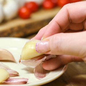 Bạn hãy thận trọng với chữa viêm phụ khoa bằng tỏi
