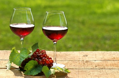 Rượu đỏ cải thiện tình trạng tim mạch