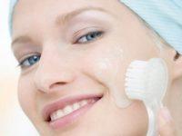 Những điều lưu ý khi dùng kem đánh răng trị mụn