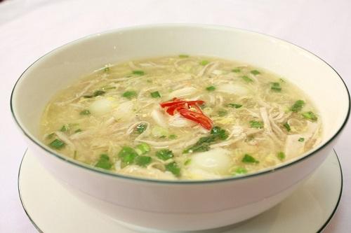 Ăn súp gà chữa bệnh cảm lạnh