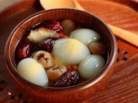 Canh trứng gà với táo tàu và kỉ tử