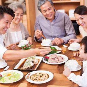 Những chiến thuật tuyệt vời của mẹ giúp trẻ biếng ăn ăn nhiều hơn