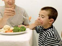 Khi trẻ biếng ăn đừng ép trẻ ăn