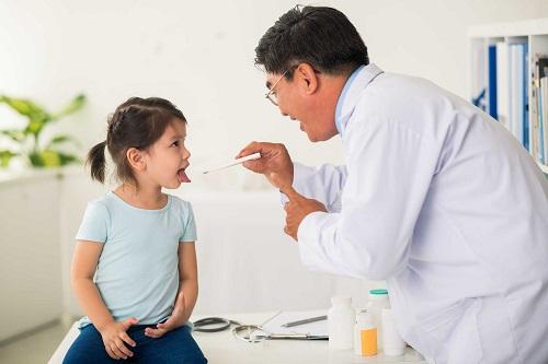 Khi phát hiện trẻ bị sởi, cần đưa đến các cơ sở y tế gần nhất