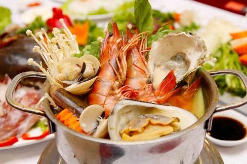 Hạn chế cho trẻ ăn những đồ ăn hải sản khi bị sởi
