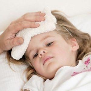 Mách mẹ cách giảm sốt nhanh cho trẻ