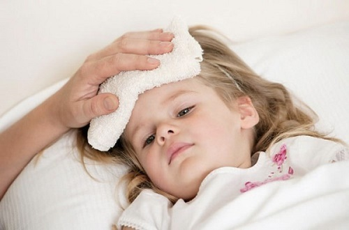 Sốt là triệu chứng thường gặp ở trẻ nhỏ
