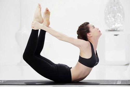 Bài tập yoga chữa đau dạ dày 3: Tư thế vòng cung