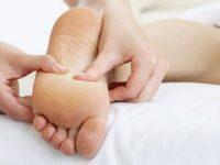 Bấm huyệt lòng bàn chân