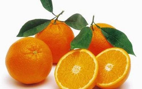 Chữa viêm họng với cam chứa nhiều vitamin C