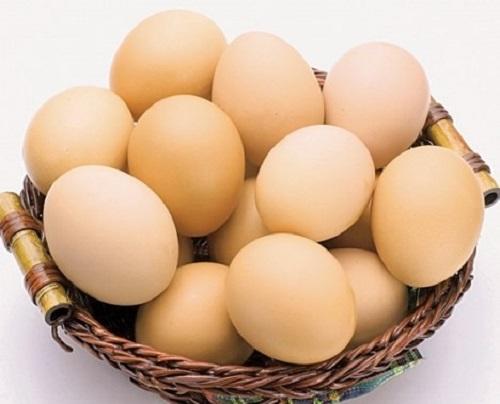 Chữa lẹo ở mắt bằng trứng gà nóng