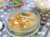 Cách làm súp gà, tôm và rau củ ngon miệng cho bé