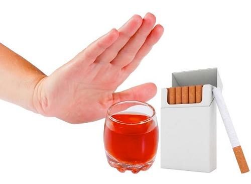 Tránh xa rượu bia và thuốc lá