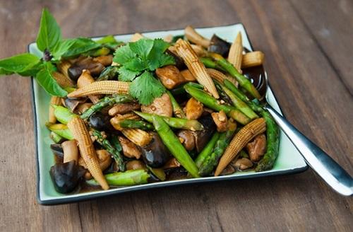 Nấm xào bắp non và cải xanh
