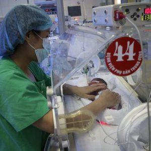 Người đang điều trị ung thư nên mang thai, sinh con hay không?