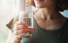 Bệnh dạ dày có nên uống nhiều nước không?